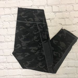 Fabletics Camouflage Leggings Black Gray Capri